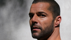 "Ricky Martin Releases 6-Track EP ""PAUSA"""